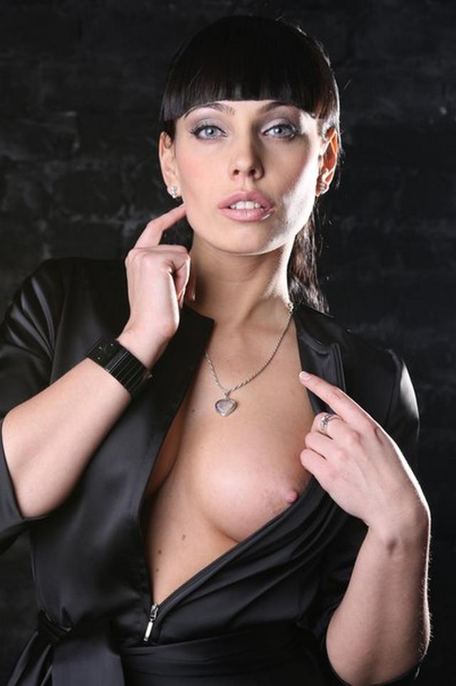 Молодые искусительницы трахаются в вагину с мачо 28 фото