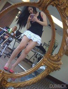 пошлые американки делают эро селфи в зеркале