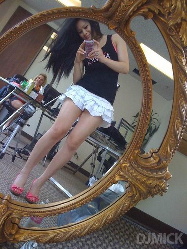пошлые американки делают эро селфи в зеркале 12 фото