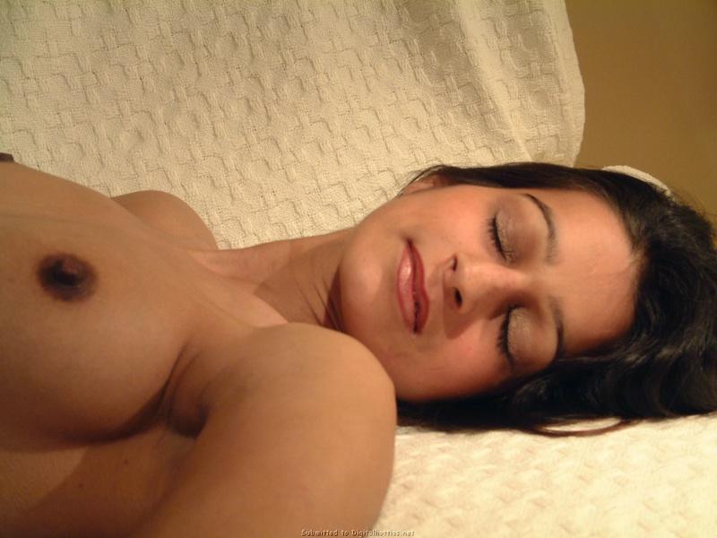 Мулатка выложила в сеть интим фото с отдыха 2 фото