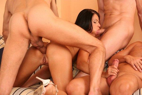 Секс втроем и групповуха только с одной дамочкой 23 фото