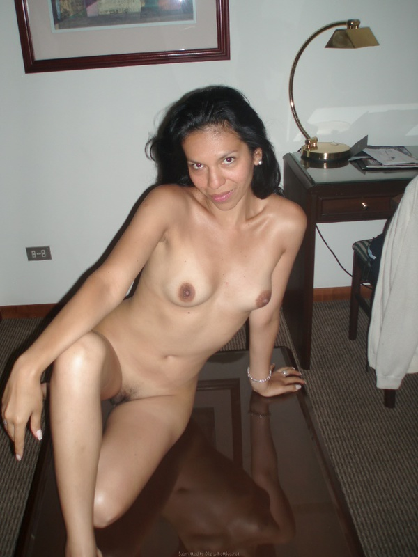 Мать одиночка после первого свидания разделась в любовном отеле 28 фото
