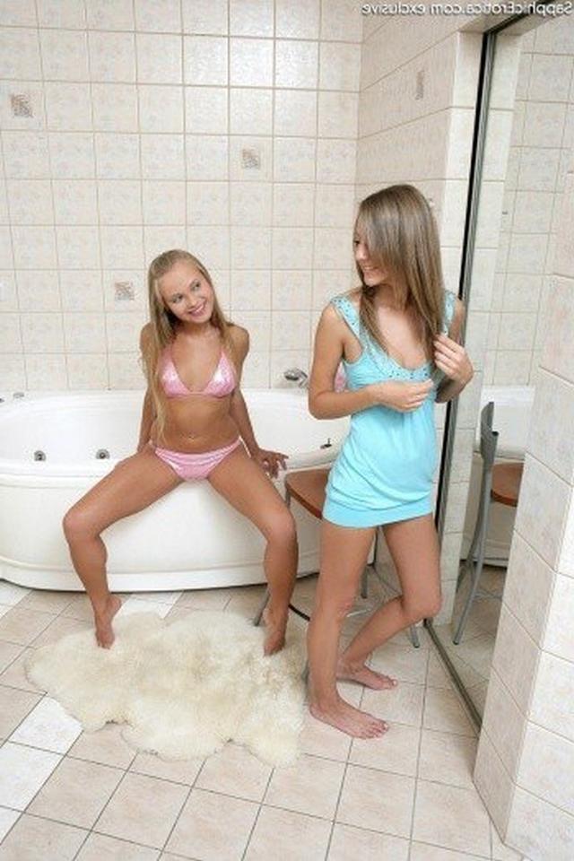 Шаловливые блондинки приглашают парней для отсоса и секса втроем 18 фото