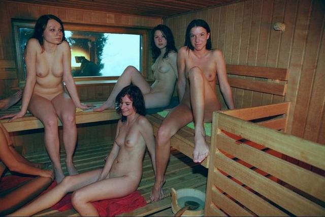 Голые девушки в русской бане 22 фото