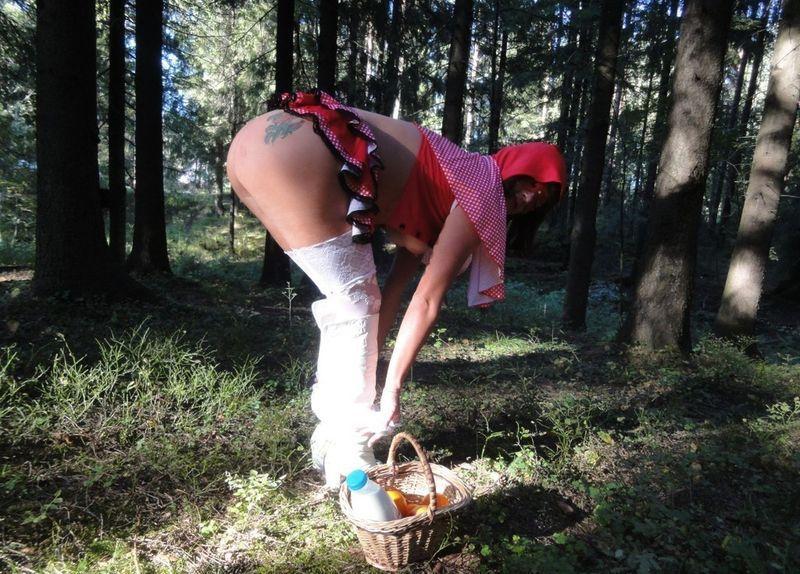 Озабоченная грибница раздевается посреди леса 13 фото