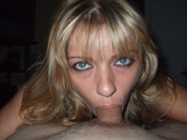 Випив вина, сиськастая блондинка отсосала у своего мужа 4 фото