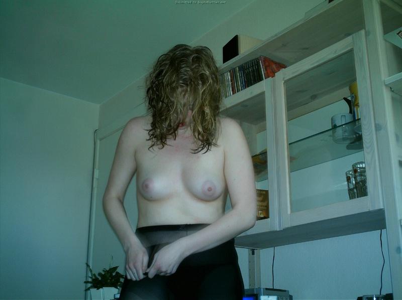 Девушка жадно заглатывает пенис возлюбленного 14 фото