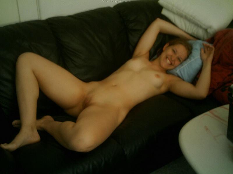 Девушка жадно заглатывает пенис возлюбленного 19 фото