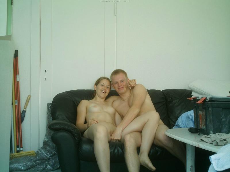 Девушка жадно заглатывает пенис возлюбленного 24 фото