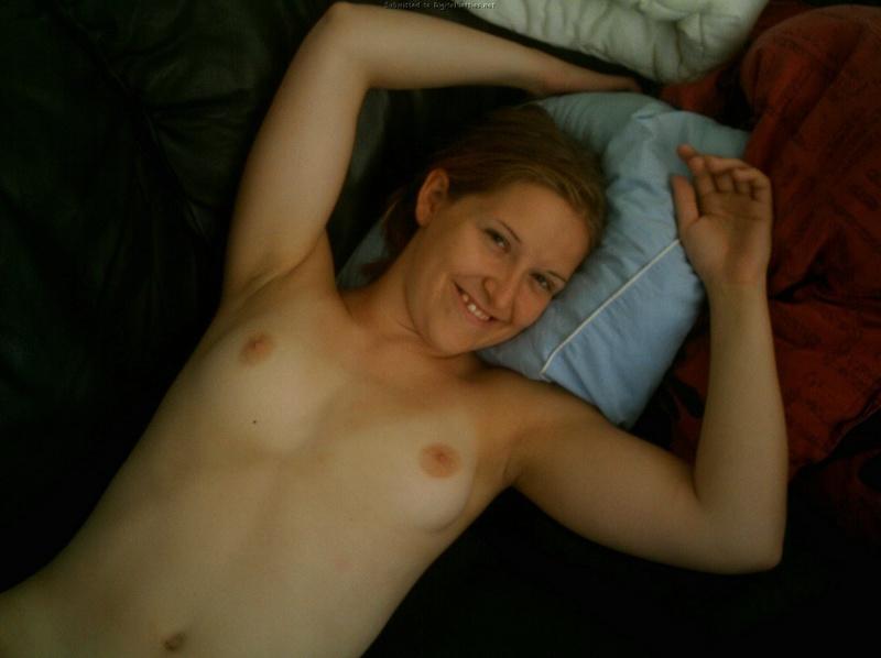Девушка жадно заглатывает пенис возлюбленного 22 фото