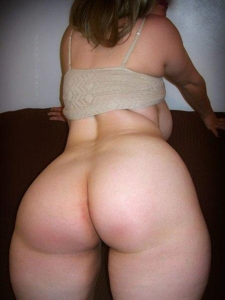 Развратные толстушки с огромными дойками позируют для соцсетей 16 фото