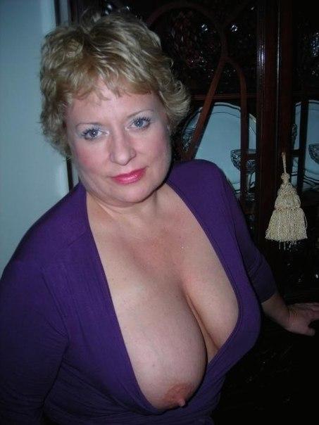 Развратные толстушки с огромными дойками позируют для соцсетей 9 фото