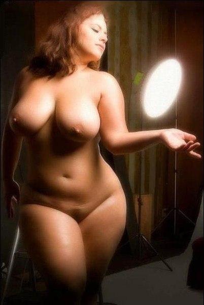 Развратные толстушки с огромными дойками позируют для соцсетей 11 фото