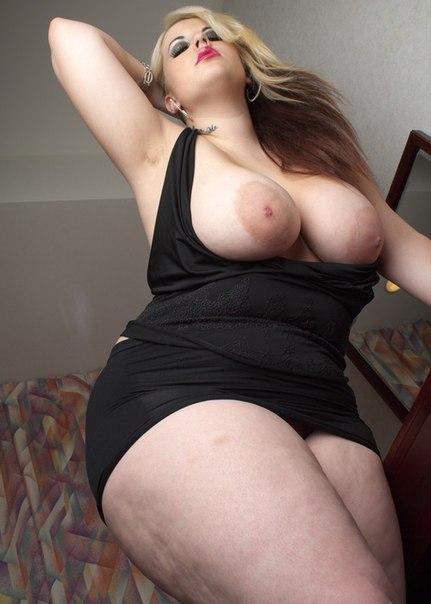 Развратные толстушки с огромными дойками позируют для соцсетей 14 фото