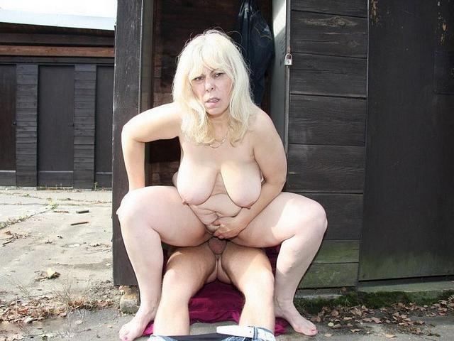 Пацан трахает жирную женщину на улице и дома 9 фото