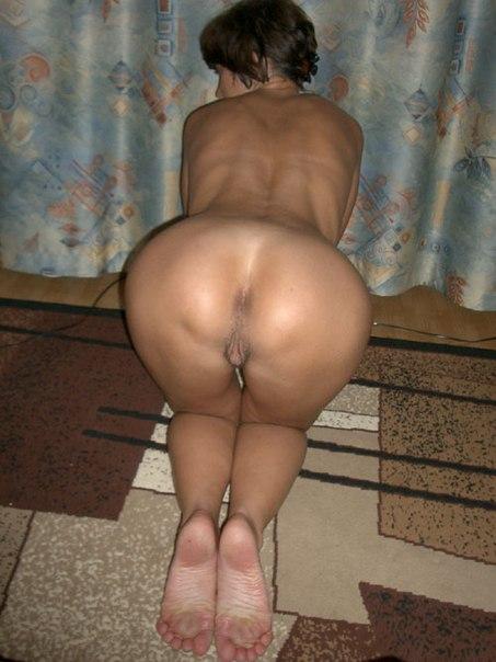 Грудастые телки накупили нижнего белья и позируют для мужей 11 фото