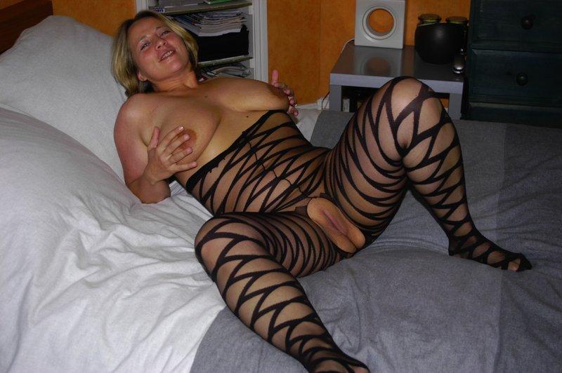 Толстая мамка снимает белье из секс-шопа 5 фото