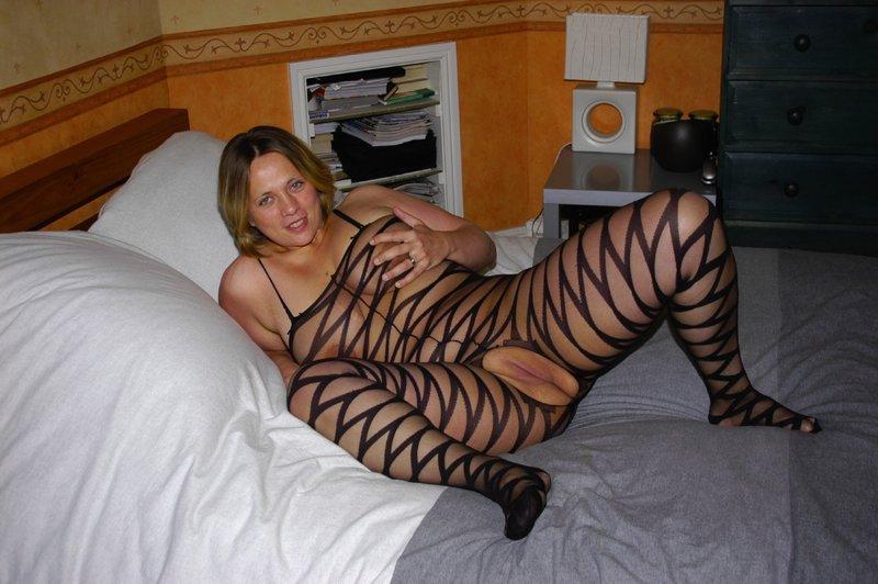Толстая мамка снимает белье из секс-шопа 4 фото