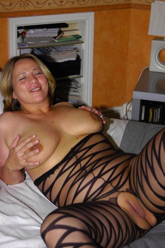 Толстая мамка снимает белье из секс-шопа 6 фото