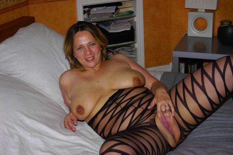Толстая мамка снимает белье из секс-шопа 7 фото