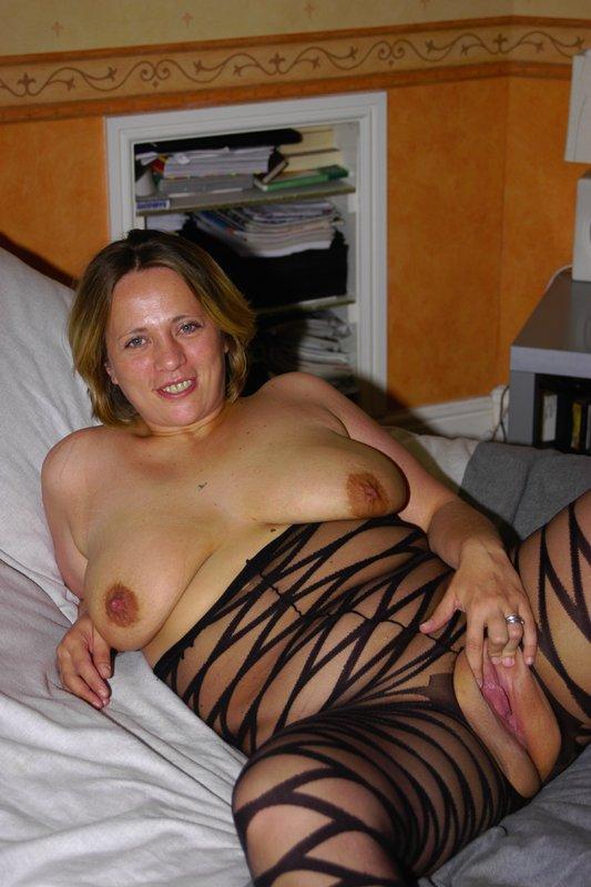 Толстая мамка снимает белье из секс-шопа 8 фото