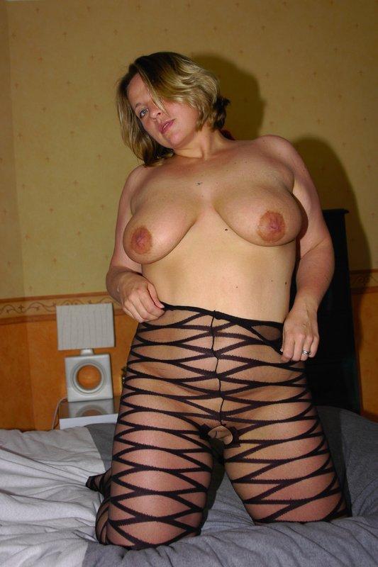 Толстая мамка снимает белье из секс-шопа 12 фото