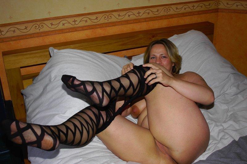 Толстая мамка снимает белье из секс-шопа 17 фото