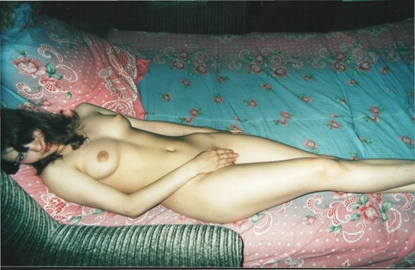 Мужик опубликовал старые снимки своих голых любовниц 21 фото
