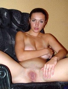 Игривые женщины показывают свои прелести
