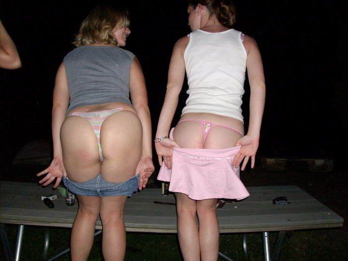 Членососки показывают сосочки в ночных клубах 8 фото