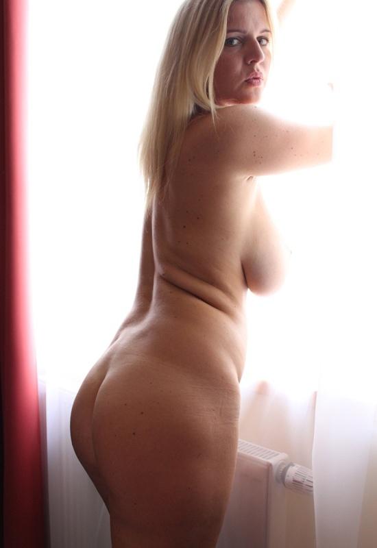 Сексуальная дама с нереально большими дойками 12 фото