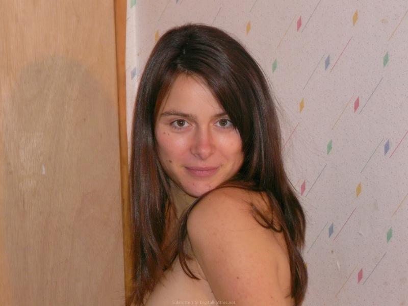 Беременная жена на 8 месяце снимается в стиле ню 7 фото