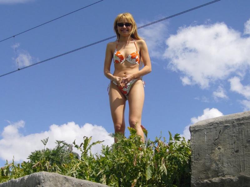 Провинциалка от скуки пошла показывать свои прелести машинистам 7 фото
