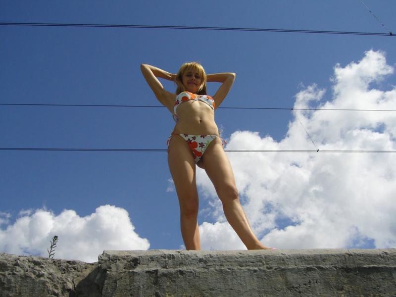 Провинциалка от скуки пошла показывать свои прелести машинистам 11 фото
