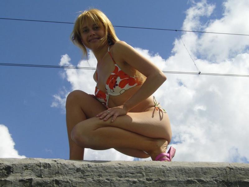 Провинциалка от скуки пошла показывать свои прелести машинистам 10 фото
