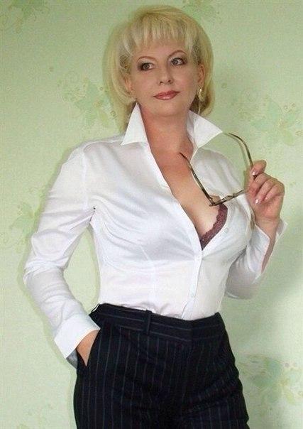 Голые зрелки с большими дойками позируют в нижнем белье 18 фото