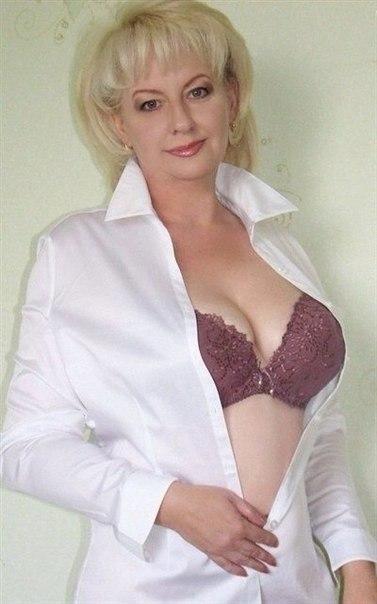 Голые зрелки с большими дойками позируют в нижнем белье 27 фото