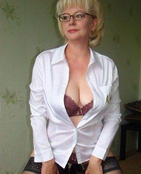Голые зрелки с большими дойками позируют в нижнем белье 14 фото