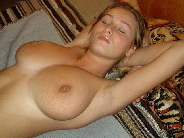 Мужик поделился снимками спящих любовниц голышом 11 фото