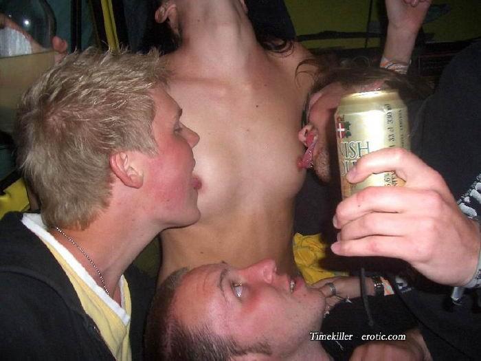 Пьяная оргия в голландском стрип клубе 4 фото