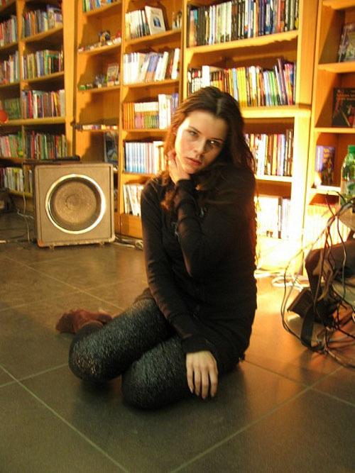 Сексуальная и очень горячая молодая модель 3 фото