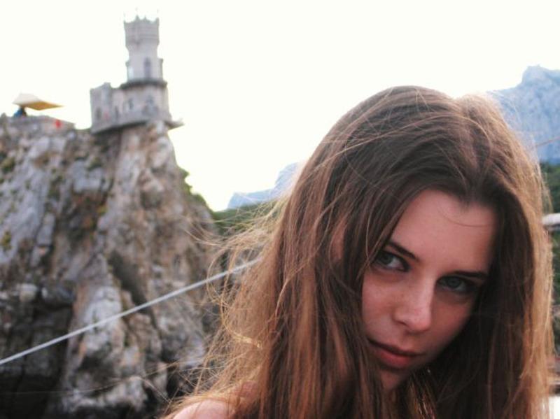 Сексуальная и очень горячая молодая модель 2 фото