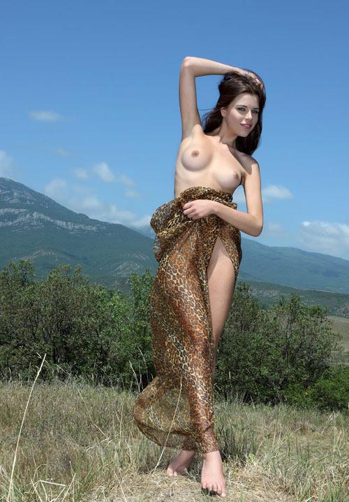 Сексуальная и очень горячая молодая модель 13 фото