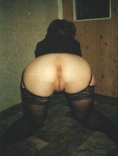 Стройные девушки с волосатыми вагинами позируют дома