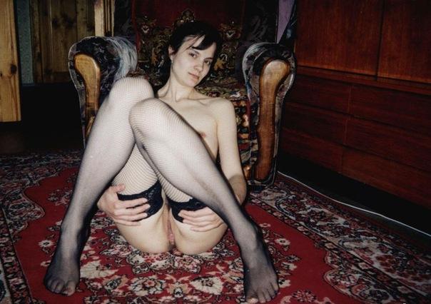 Стройные девушки с волосатыми вагинами позируют дома 17 фото