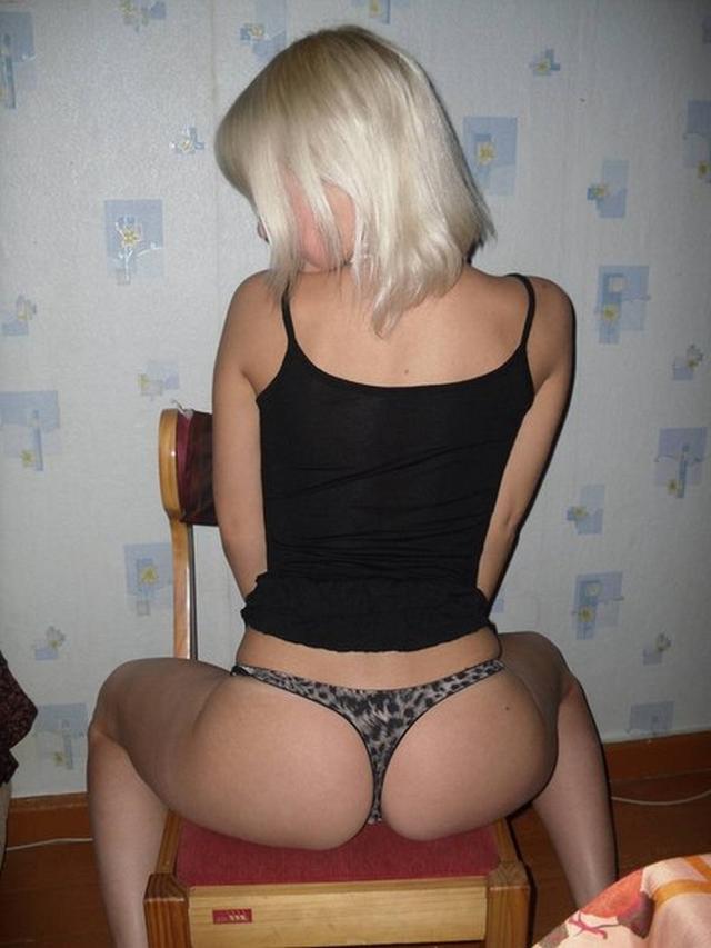 Блондинка из Пензы позирует для парня 6 фото