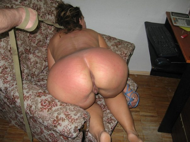 Подборка голых дамочек с большими задницами в домашних условиях 21 фото