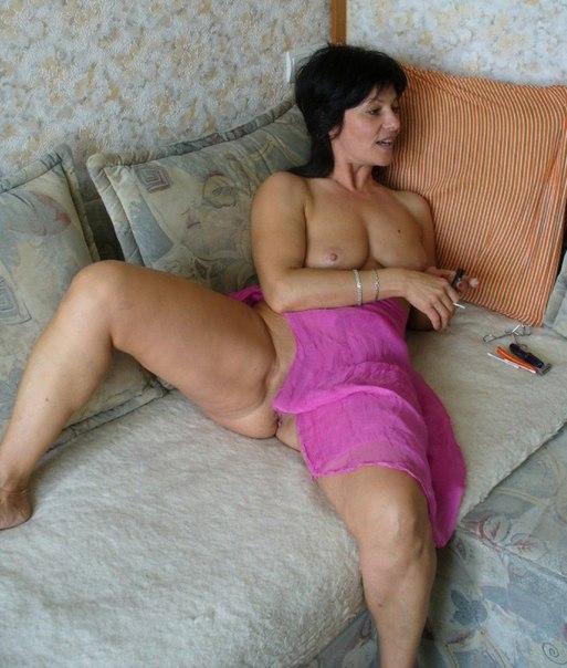 Подборка голых дамочек с большими задницами в домашних условиях 9 фото