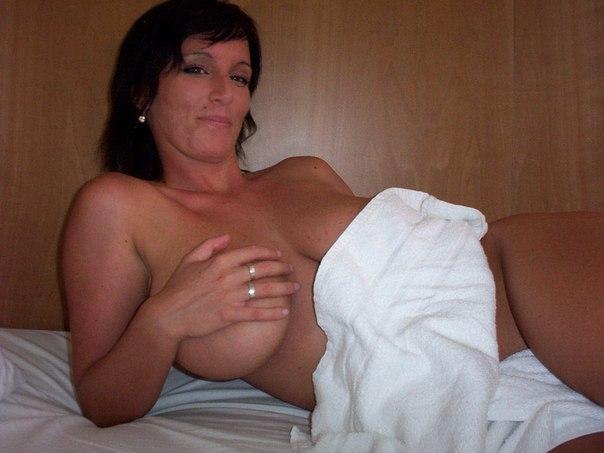 Подборка голых дамочек с большими задницами в домашних условиях 20 фото
