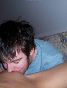 Небритый парень делает кунилингус девушке и трахает ее